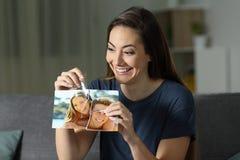 Szalona dziewczyna odbudowywa pary fotografię po rozbicia zdjęcie stock