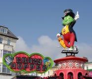 Szalona skakaczów dzieci ` s fairground przejażdżka przy nadmorski Zdjęcie Stock