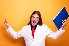 Szalonej gniewnej samiec doktorski wrzeszczeć zdjęcia stock