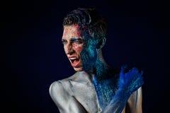 Szalony Krzyczący androgyne mężczyzna z twarzy sztuką agresywny Dziwaczny p Obrazy Royalty Free