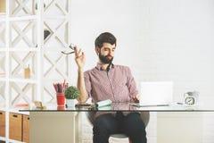 Szalony mężczyzna przy miejscem pracy Obraz Stock