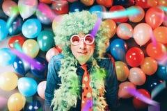 Szalony Młody Partyjny mężczyzna - fotografii budka fotografia fotografia stock