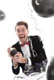 Szalony przyglądający partyjny facet z koktajlu potrząsaczem Fotografia Stock