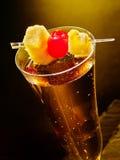 Szampański koktajl z wiśnią i ananasem Zdjęcie Stock