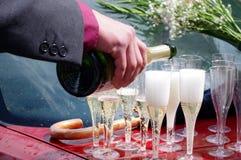 szampański dolewanie Obrazy Stock