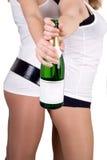 szampańskie butelek dziewczyny dwa Zdjęcia Royalty Free