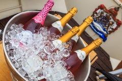 Szampan butelki na lodzie Zdjęcia Royalty Free