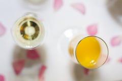 Szampan i szkła przy świętowaniami Zdjęcia Royalty Free