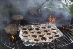 Szampiniony i mięso na grillu Obrazy Royalty Free