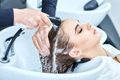 Szampon dla włosy, piękno salon, włosiany obmycie Zdjęcia Royalty Free