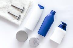 Szampon i prysznic gel dla mężczyzna na białego tła odgórnym widoku Obraz Stock