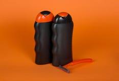 Szampon, prysznic gel i rozporządzalna żyletka, Obrazy Royalty Free