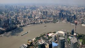 SZANGHAJ †OKOŁO WRZESIEŃ 2017 ': Szanghaj pejzażu miejskiego linii horyzontu birdoka W centrum widok Obraz Stock