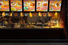 Szanghaj Chiny, Listopad, - 22, 2015: Chińczycy handlują tradycyjnego jedzenie Zdjęcie Stock