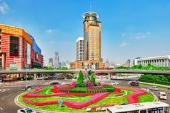 SZANGHAJ, CHINY MAY, 24, 2015: Drapacze chmur, miasta Pu budynek Zdjęcie Royalty Free
