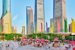 SZANGHAJ, CHINY MAY, 24, 2015: Drapacze chmur, miasta Pu budynek Zdjęcia Royalty Free