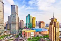 SZANGHAJ, CHINY MAY, 24, 2015: Piękni drapacze chmur, miasta buil Obraz Royalty Free