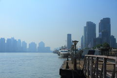 Szanghaj landmarkï ¼ ŒShip w Huangpu rzece Zdjęcia Royalty Free