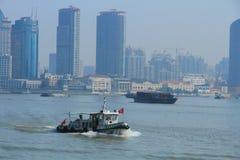 Szanghaj landmarkï ¼ ŒShip w Huangpu rzece Fotografia Royalty Free