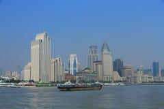 Szanghaj landmarkï ¼ ŒShip w Huangpu rzece Zdjęcia Stock