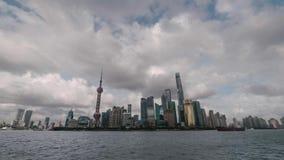 Szanghaj linii horyzontu upływ Pudong gromadzki patrzeć nad Huangpu rzeką zbiory wideo