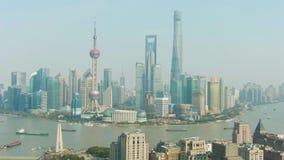 Szanghaj Miasto Huangpu i Lujiazui pejzaż miejski przy Jasnym dniem Chiny widok z lotu ptaka zdjęcie wideo