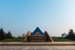 SZANGHAJ, PORCELANOWY LIPIEC 2018: Longhua Cemetry ranku wschodu słońca park fotografia stock