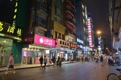 Szanghaj sklepu signage ruchu drogowego tłumu miasto zdjęcie stock