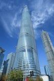 Szanghaj wierza przeciw niebieskiemu niebu, Chiny Zdjęcia Stock
