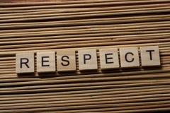 SZANUJE słowo pisać na drewnianego bloku ta drewnianym tle Zdjęcia Stock