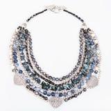 Szara błękitna agat kolia od gemstones na bielu Fotografia Royalty Free