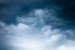 Szare i czarne burz chmury obraz stock