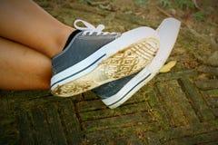 Szarość buty na tle podłoga Obraz Stock