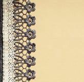 Szarość i bielu koronka na beżu papierze Fotografia Royalty Free