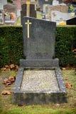 Szarość Marmurowi nagrobki w Francuskim cmentarzu zdjęcie stock
