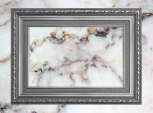 Szarość rocznika fotografii ramowa rama na marmurowym kamiennej ściany tle Obrazy Royalty Free