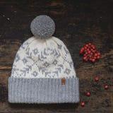 Szarość trykotowy kapelusz z pompon Obrazy Royalty Free