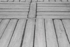Szarości betonowy przejście w desce deseniuje teksturę dla naturalnego tła obrazy stock