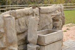 Szarości kamienna fontanna w środkowym Włochy - zakończenie Zdjęcia Stock