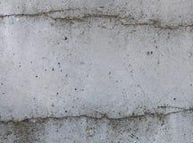 Szarości tekstury betonowy tło pęknięcia narysy szkoda obraz stock