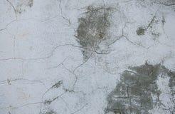Szarości tekstury betonowy tło pęknięcia narysy szkoda Krakingowy kamiennej ściany tło zdjęcia royalty free