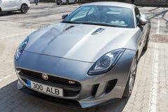 Szary kruszcowy Jaguar typ coupe, zamyka up Zdjęcia Royalty Free