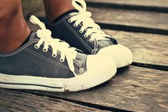 Szarzy Sneakers - akcesoria i noszony (Sneakers) Fotografia Royalty Free