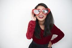 Szczęśliwa dziewczyna w dużych szkłach fotografia royalty free