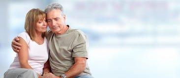 Szczęśliwy starszej osoby pary przytulenie obrazy royalty free