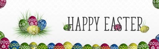 Szczęśliwy Wielkanocny sztandar z kolorowymi malującymi jajkami na trawie ilustracja wektor