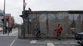 Szczątki Berlińska ściana przy Niederkirchnerstrasse blisko Checkpoint Charlie zdjęcie stock
