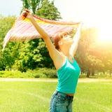 Szczęście dziewczyny enjoment natura zdjęcie royalty free