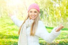 Szczęście dziewczyny enjoment natura fotografia stock
