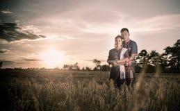 Szczęście i romantyczna scena miłość pary współpracujemy fotografia royalty free